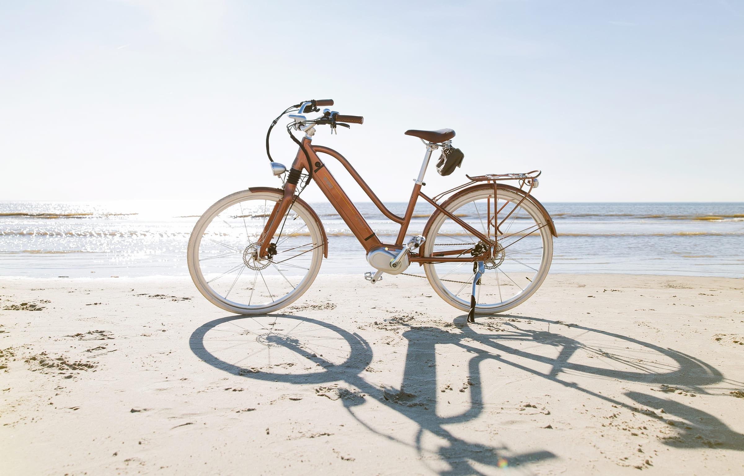 E-Bike EGO Movement Classic 25 Woman bronze am Strand